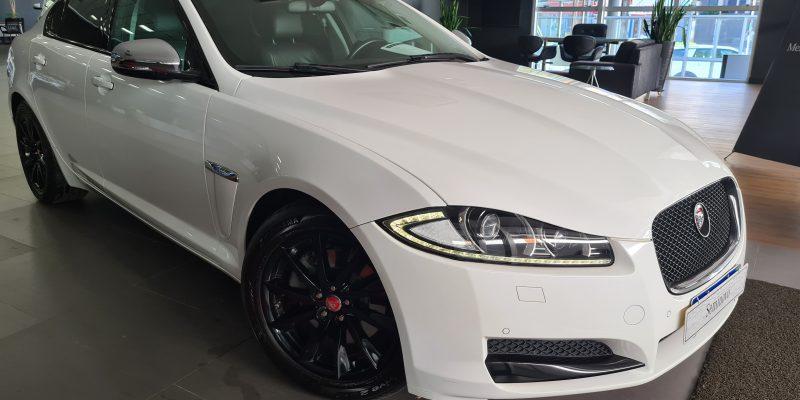 Jaguar XF 2.0 Turbo Luxury 2014/2015